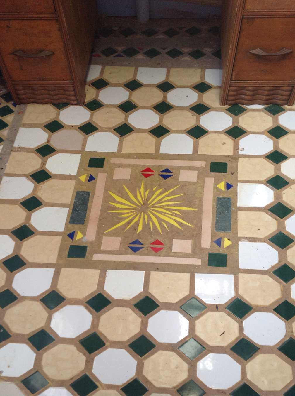 Lotus Kuti floor tile