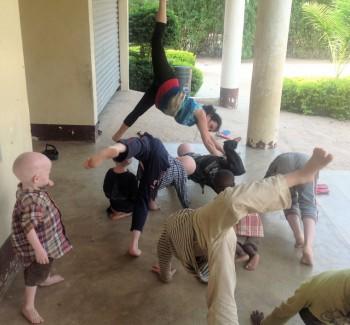 tales5-yoga2